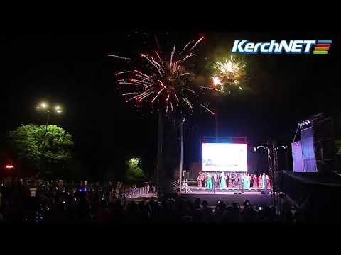 kerchnettv: Керчь: фейерверк в День России