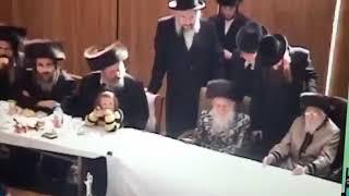 Satmar Rebbe Beirach Moshe With Bobov Rebbe R Shloimele Zt