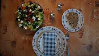Рецепт Салат греческий. Яркий и вкусный салат. Море витаминов