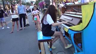 길거리 피아노 레전드 문아람의 하울의 움직이는 성, 인생의회전목마 소름