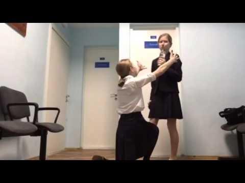 Русские девочки переодеваются в раздевалке школы видео фото фото 572-295