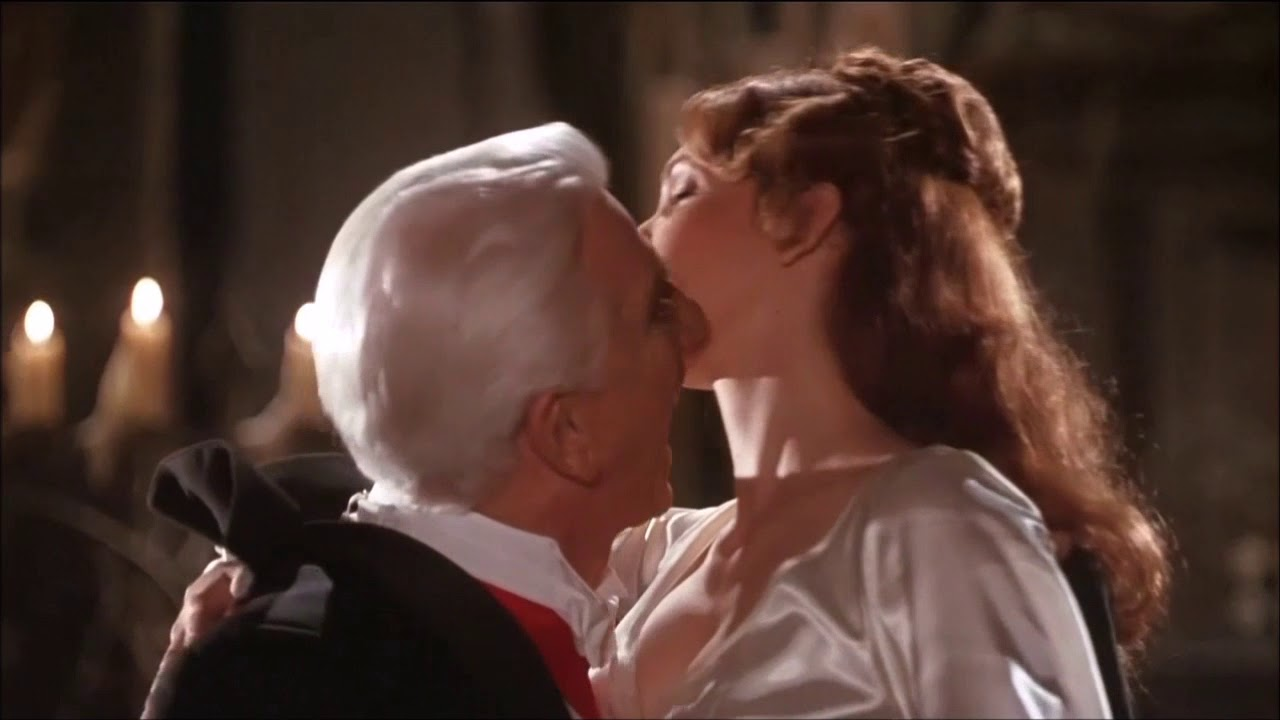 Dracula and Mina dancing scenes -
