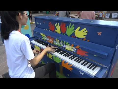 Play Me I'm Yours street piano in Singapore