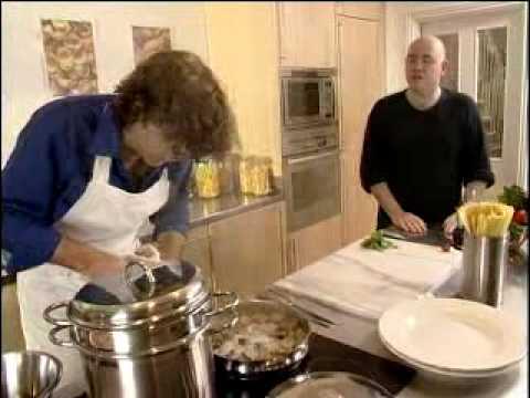 Spaghetti vongole - Pasta Recipes - UKTV Food