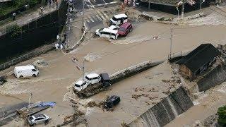 Япониядагы үйлөрдү агызган суу ташкынынан 140 адам каза болду