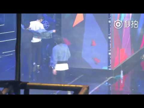 160409 Yixing collapsed after EXO performance at 16th Chinese Music chart  Awards