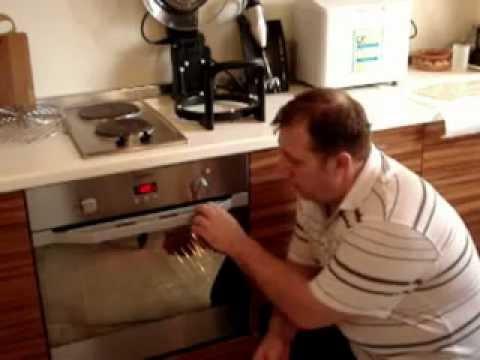 Как ставить силиконовую форму в духовку