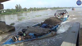 Cống Mười Cửa, những tài công liều nhất năm là đây/the bravest ship in Vietnam