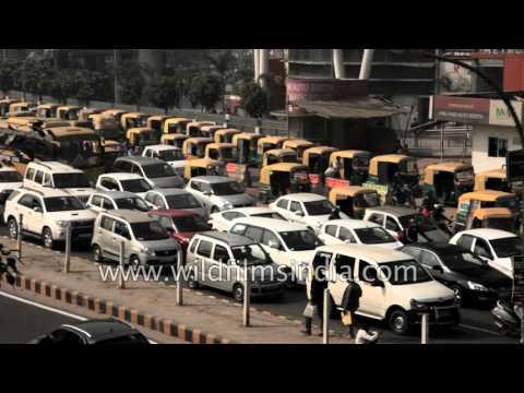 Traffic at Huda city center metro station, Gurgaon