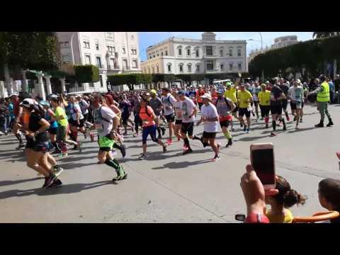 Salida corredores y marchadores La Africana-2017 Melilla (España).