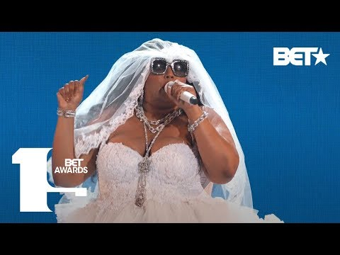 """Lizzo Proves She's 100% That B***h In """"Truth Hurts"""" Performance! 
