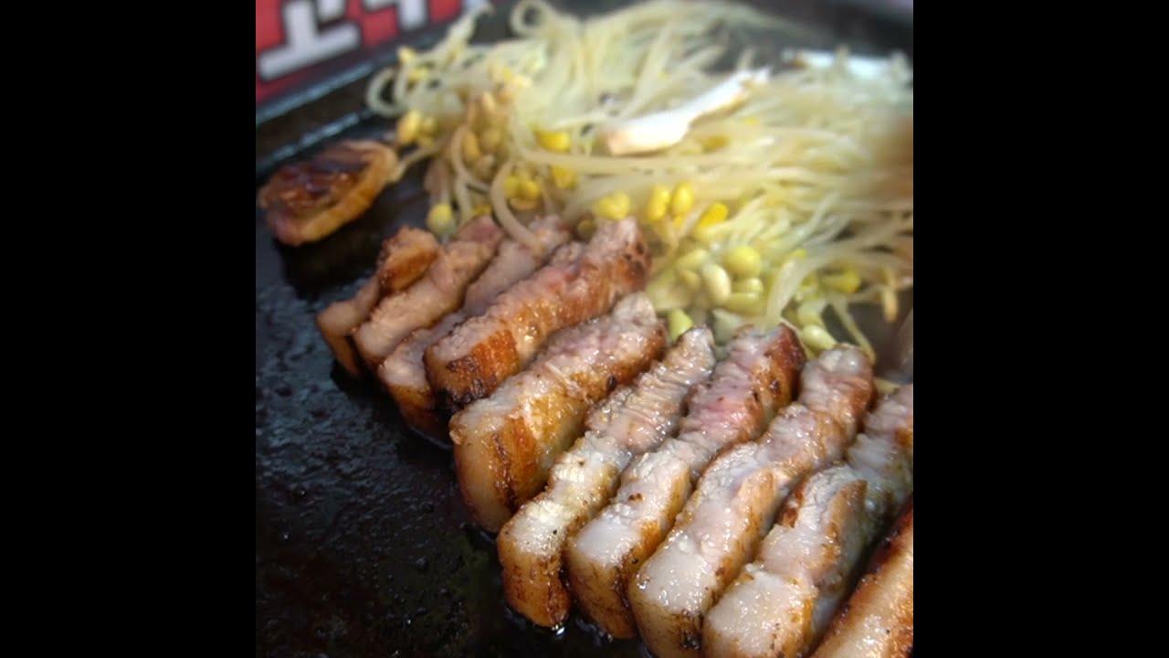 삼겹살 노릇노릇하게 구워주기 / Pork Belly - Korean StreetFood #shorts
