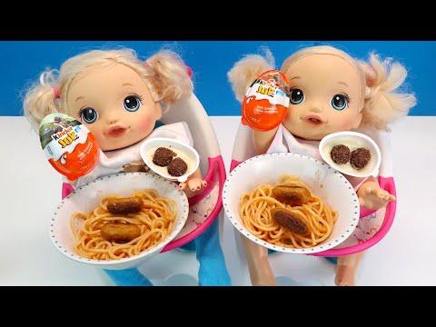 Киндер Джой на Десерт Двойняшки Кушают Спагетти и Сосиски Как Мама Кормила Куклы 108мама тв