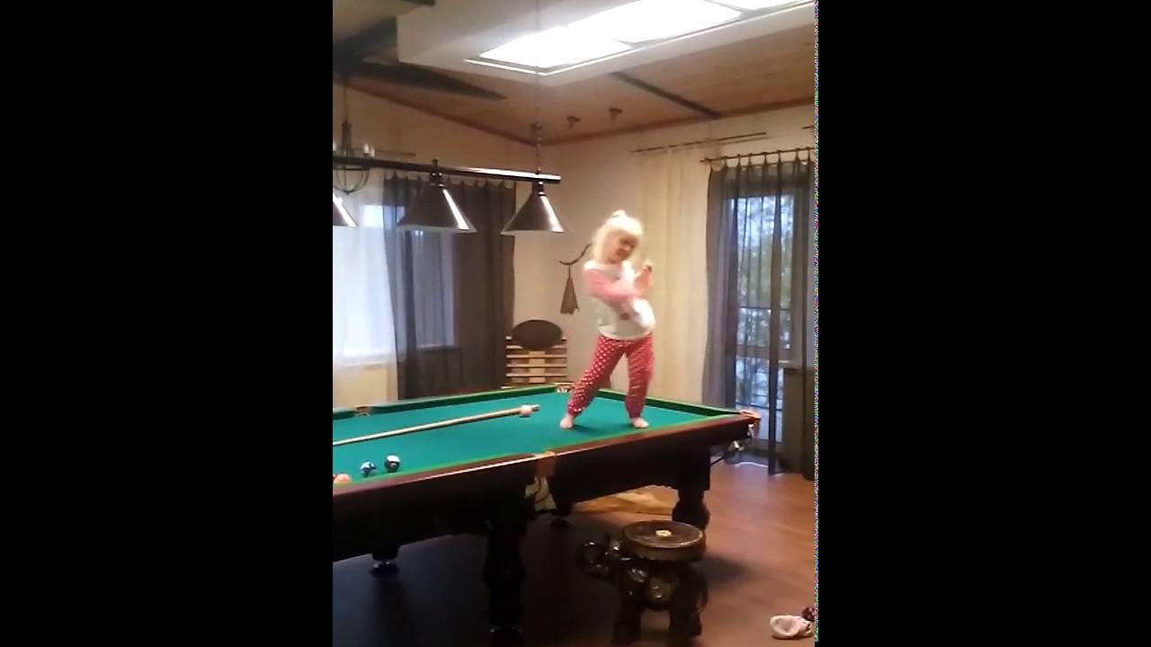 Секс на бельярдном столе скрытой камерой видео блестящая