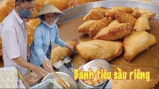 Vợ chồng cuốn Sầu Riêng làm nhân bánh Tiêu bán đắt như tôm tươi ở Sài Gòn
