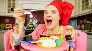 ШОУ для девочек: Мыже подруги! —Барби угощает Кена роллами— Видео скуклами про готовку