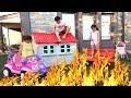 Yerde Lav Var Oynadık Çok Güldük - The FLOOR is LAVA CHALLANGE ! Family fun Videos