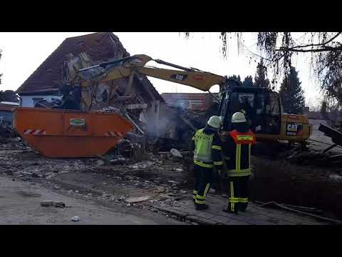 Aufräumarbeiten nach Explosion in Halberstadt