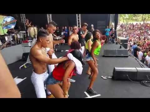 Playway - Pode Tirar -  Palco Pagodão do Salvador Fest 2015 ( Meninas no Palco ) @WillPagodao