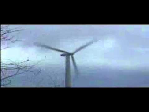 A violent wind destroyed a wind turbine