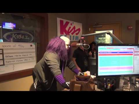 Kiss Mornings: LauRen Faces Her Fears Of Clowns!