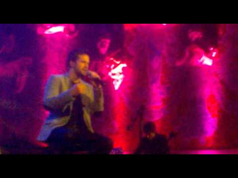 Pablo Alboran-La vie en rose con dedicacion a sus amigos Barcelona 6 Marzo 2012