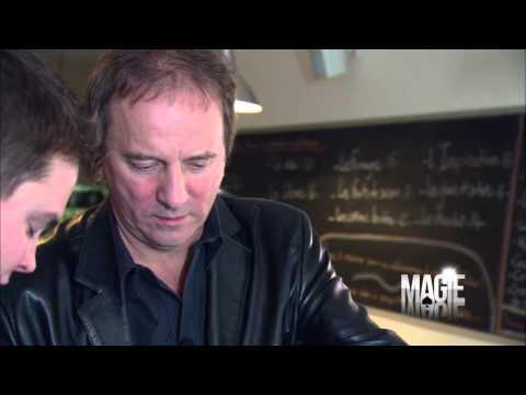 Michel Côté et le tour de magie de la bouteille d'eau