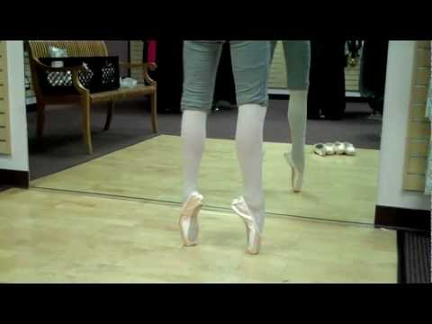 Ballet: Trying on Freed & Suffolk Pointe Shoes - Robbie age 12 Fitting