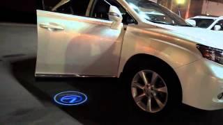 Штатная подсветка двери с логотипом авто