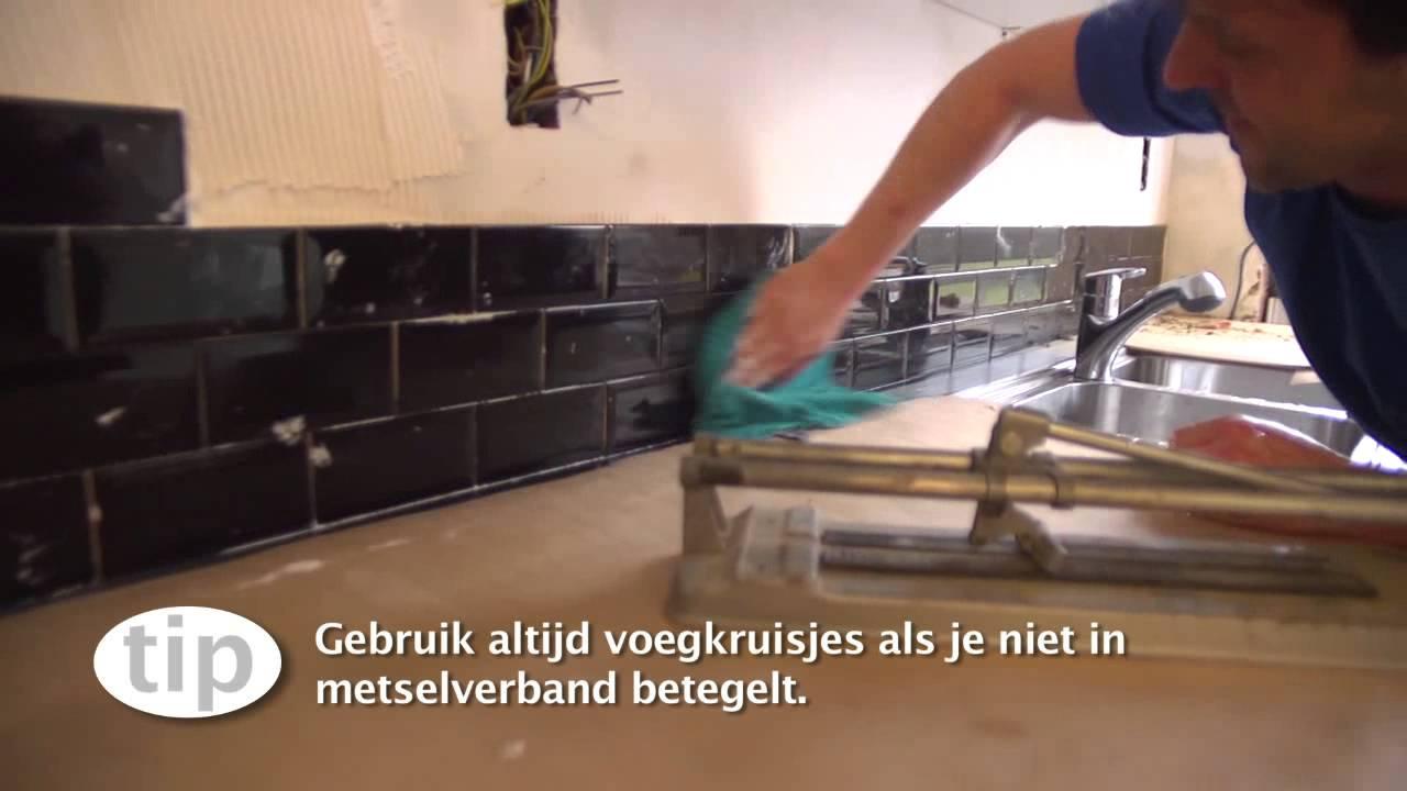 Keuken Aanrecht Plaatsen : Spatwand betegelen – Keuken – Klustips GAMMA Belgi? – YouTube