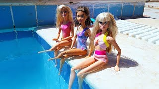 Barbie and her super fun swimming day with Baby Doll - Play dolls