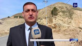 تصدعات وانهيارات متكررة في طريق الوادي بالرمثا - (7/2/2020)