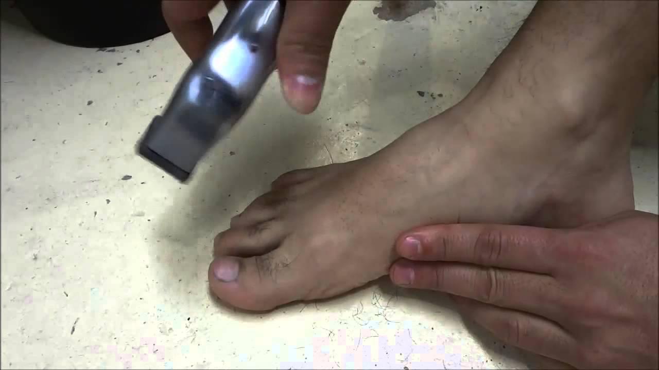 trim toe and foot hair-diy