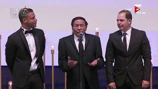 شاهد.. كلمة عادل إمام بعد تكريمه بجائزة الإنجاز الإبداعي في «الجونة السينمائي»