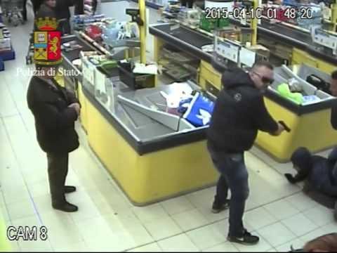 Bari, assalto all'Eurospin di via Napoli: il video dell'arresto