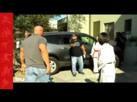 Repo man gets his ass kicked - Show By Karate Girl