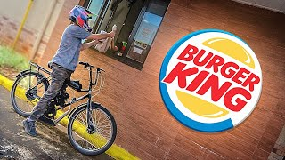FUI NO BURGER KING COM A BICICLETA MOTORIZADA