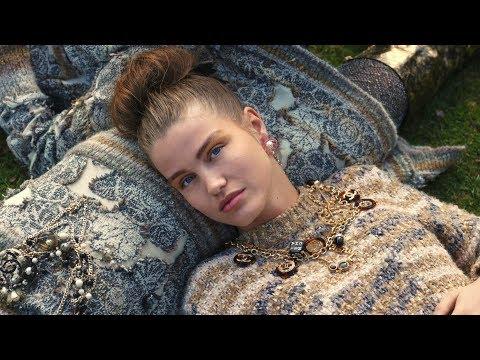 e47ea7f6254f Chanel (シャネル) 2018/19年秋冬 シューズコレクションのビデオが公開   News   THE FASHION POST