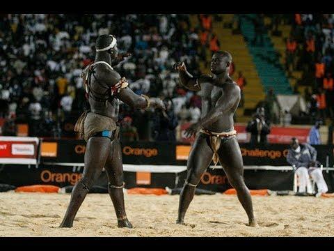 Lutte s n galaise combat de chock youtube for Interieur sport lutte senegalaise
