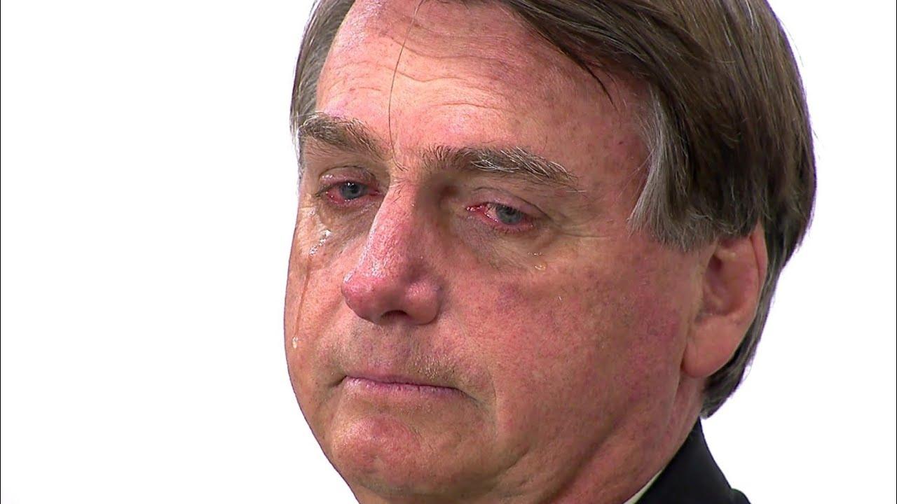 Ao lado da esposa Michelle, Bolsonaro chora ao desabafar e deixa todos emocionados