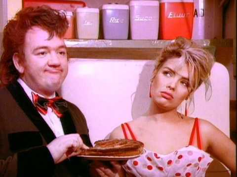 Mel & Kim - Rockin' Around The Christmas Tree