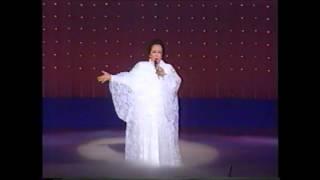 1992年アデュー大劇場にて 深緑夏代先生が愛の賛歌を唄います.
