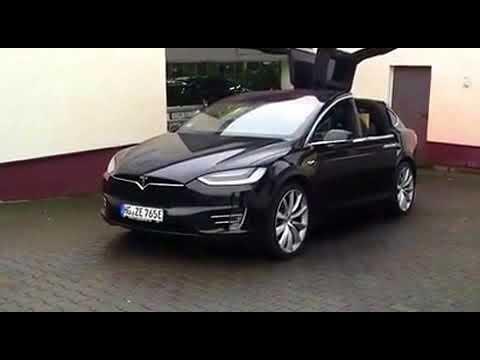 Tesla Model X tanzt zur Musik