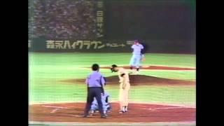 1977年9月3日 巨人vsヤクルト 後楽園球場 巨人王はヤクルト鈴木からライ...