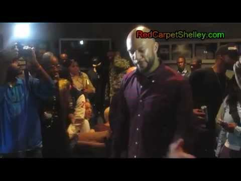 "Rapper Common Performs ""Sweet"" Live"