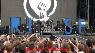 Rise Against - Scream - with Dave Grohl on drums -