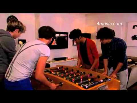 4music One Direction's house party