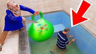 İn The Pool BALLOON in Slime PRANK! ONLY BALLOON SLİME hair KEREM'İN JOKE 1