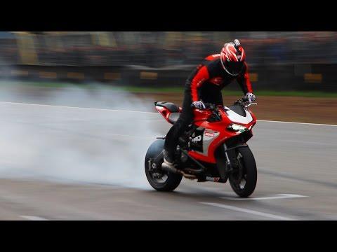 Ducati 899 Panigale - Wheelies, Burnout, Stoppies & Stunt Riding!