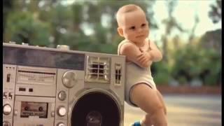 Bébé qui danse